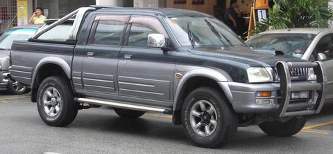 Mitsubishi_L200_96-05